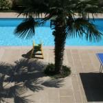 Vue sur piscine - Chambre double | Gîte les Anciennes Écuries