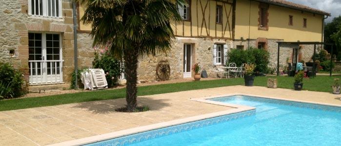 Gîte les anciennes écuries de Sainte-Catherine - vue piscine